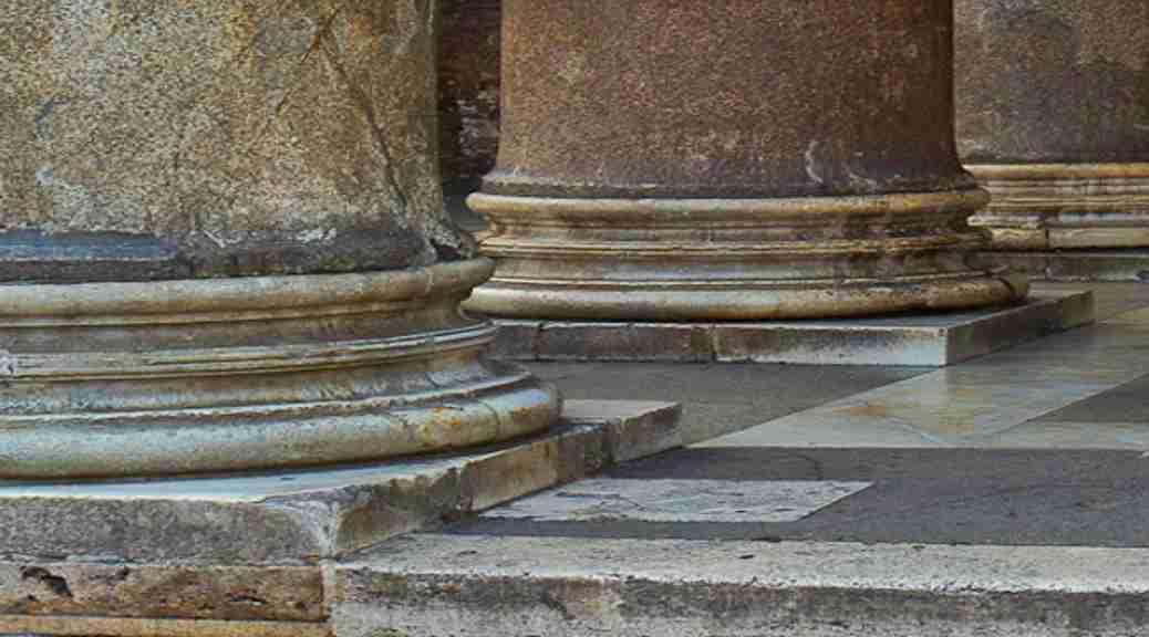 Die kerk staan op twee pilare